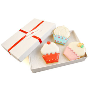 Trio of Cupcakes Biscuit Card